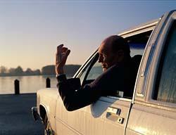POLICIJA će zabraniti starcu da vozi automobil