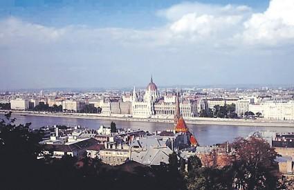 Od 22. do 24. veljače možete razgledati brojne galerije, Kraljevsku palaču i mostove na Dunavu