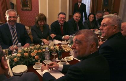 Sanader je potvrdio da će u Bukurešt ići predsjednik Mesić i cijeli hrvatski državni vrh