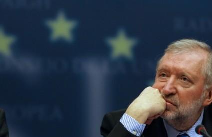 IZJAVE srbijanskog premijera da neće potpisati SSP ako Unija na Kosovo pošalje svoju misiju, Rupel je nazvao lažnom dilemom