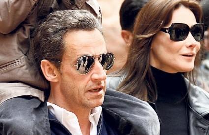 PREMA istraživanjima, tradicionalne grupe Francuza ne odobravaju eksponiranost Sarkozyja i Carle Bruni