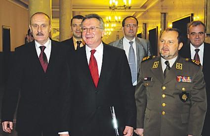 Vukelić je najavio veća izdvajanja za modernizaciju vojske