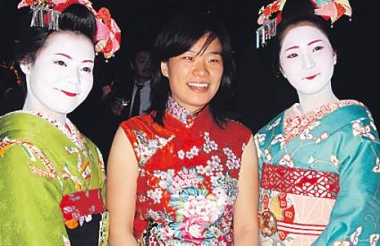 Problem se javlja jer većina žena u Japanu jednostavno više nije u stanju 'skinuti' osmijeh ni pokazati prave osjećaje