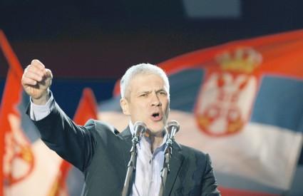 Na temelju glasova 98 posto biračkoga tijela, Tadić sa 50,56 posto tijesno vodi pred Tomislavom Nikolićem koji je ima 47,72 posto