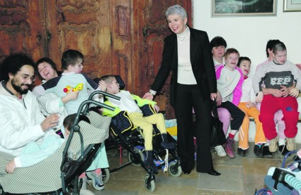 Jadranka Kosor svake godine obilazi Gornju Bistru za Uskrs