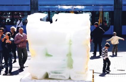 Led postaje voda