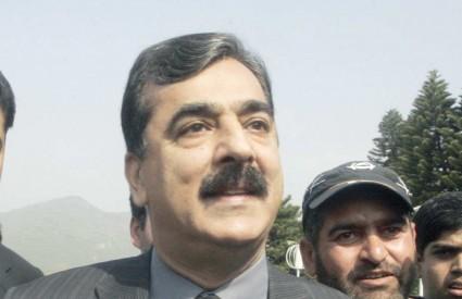 Yousaf Raza Gilani, član stranke ubijene oporbene čelnice Benazir Bhutto, premoćnom većinom izabran za novog premijera