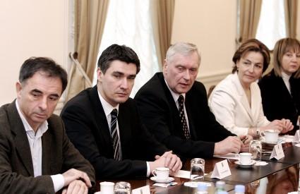 Oporbenjaci su jučerašnji sastanak doživjeli kao pokušaj da premijer Sanader podijeli odgovornost s njima