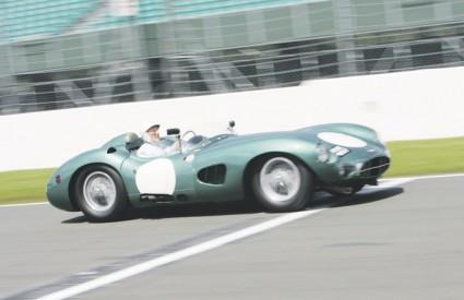 Pilot Stirling Moss pobjeđivao je 50-ih godina s Aston Martinom DBR1