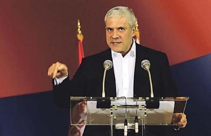 Na konferenciji za novinare Tadić je izjavio kako je razočaran Slovenijom koja je priznala neovisnost Kosova