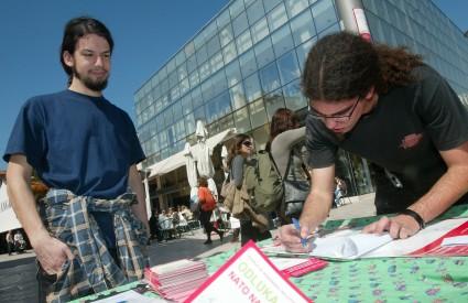 Prvoga dana prikupljeno je gotovo 15 tisuća potpisa