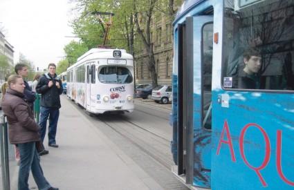 Mujo zavodi i u tramvaju