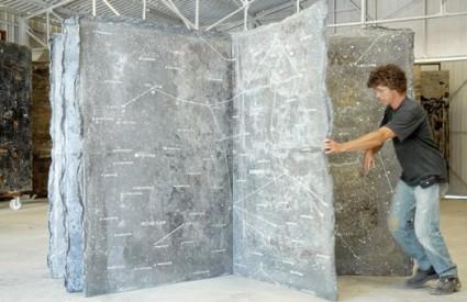 Kamena knjiga Anselma Kiefera napravljena za dvorac divova