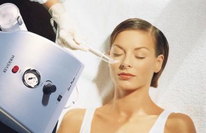 Koža nakon tretmana IPL tehnologijom postaje nježna i glatka, bez urastanja dlačica koje često prati klasičnu depilaciju