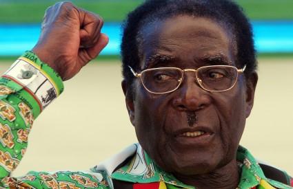 Oporba je nekoliko puta pozvala čelnika Zimbabvea da prizna poraz na predsjedničkim izborima i da nakon 28 godina ode s vlasti