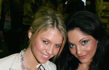 Karmen Barić (Nova TV) i manekenka Lorena    Posavi nakon revija 'bacile su oko' na Metro