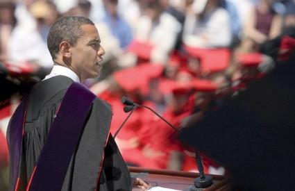 Newsweek navodi da Obama među bjelačkim biračima sa 40 posto podrške zaostaje za McCainom koji dobiva 52 posto glasova