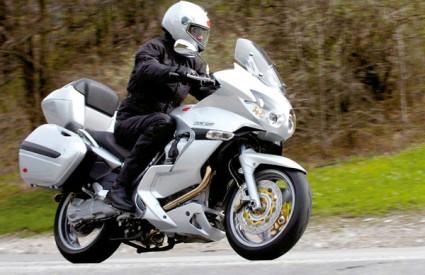 Organi reda odmah su oduzeli vozačku dozvolu motociklistu, a na licu mjesta zaplijenili su mu i motor