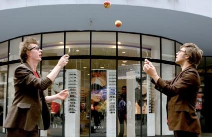 TWO MAN GROUP pokazali su svoje umijeće žongliranja