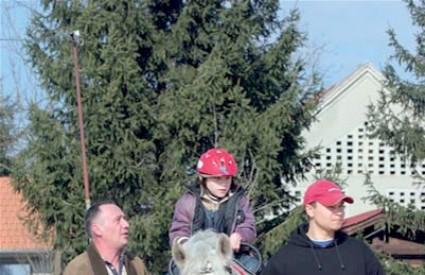 Terapijsko jahanje izvrsna je aktivnost za djecu s invaliditetom, no održavanje jednog konja stoji 10.000 kuna godišnje