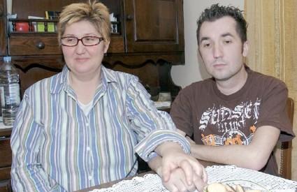 Mateo s Majkom snimljen prije odlaska u bolnicu; roditelji žele nastaviti akciju koju je njihov sin pokrenuo