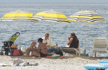 Ručak na plaži donesen čak iz Češke i ove će godine biti uobičajena slika na jadranskoj obali
