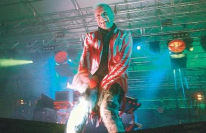 The Prodigy je starim hitovima do kraja rasplesao pokislu publiku, koju su prethodno zagrijali Serj Tankian i Stereo MC's, te svojim energičnim nastupom zatvorio ovogodišnji glazbeni spektakl na Jarunu
