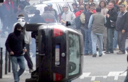 Na ulicama Bruxellesa palile su se baklje i prevrtali auti