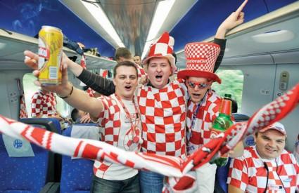 Vlak je najjeftinije i omiljeno prijevozno sredstvo 'kockastim' navijačima