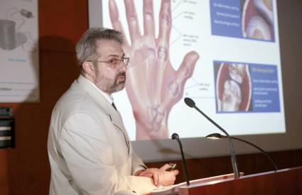 Autor teksta, dr. Grazio na predavanju o biološkim lijekovima