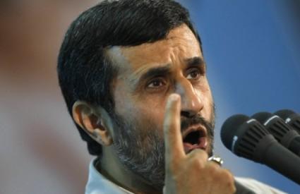 Iranski predsjednik Ahmadinedžad uvjerava da Iran ne izrađuje atomsku bombu