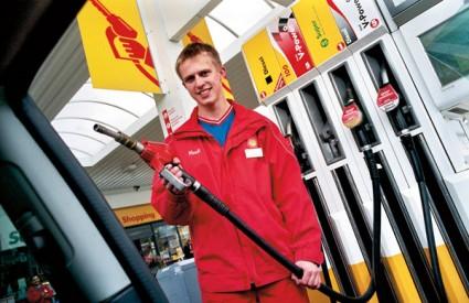 Posebno je važno službeniku u stranoj zemlji točno kazati koje gorivo trebate...