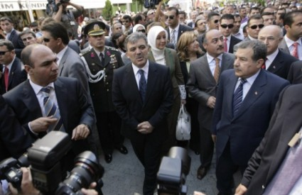 Turski predsjednik Abdullah Gul na mjestu prošlotjedne eksplozije