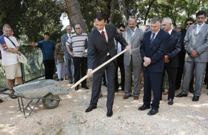 Dok ga Preporod kritizira, Primorac polaže kamen temeljac za za drugu fazu izgradnje Medicinskog fakulteta u Splitu