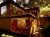 Obiteljska kuća koja se spojila s prirodom