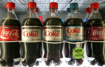 Coca cola i u tanjuru