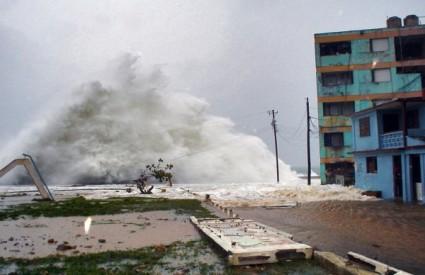 Uragan Ike ovako je prije dvije godine poharao Karibe