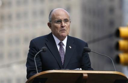 Rudy Giuliani drži govor na obilježavanju sedme godišnjice napada 9. 11.