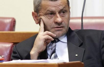 Lesar napada Vladu argumentima