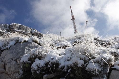 Na Biokovu je pao snijeg