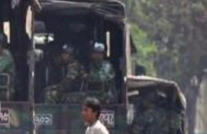 Vojska je razmještena na ulicama gradova u kojima je izbila pobuna.