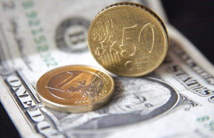 Učestalo rezanje kamatnih stopa znatno je oslabilo dolar