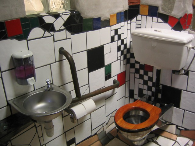 Public Toilets Hundertwasser_toilet_in_kawakawa