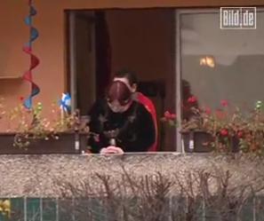 Što radi mali Mujica na balkonu