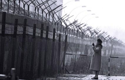 Berlinski je zid davno pao, no dosta njih još uvijek stoji