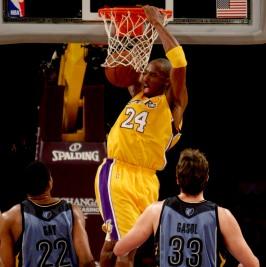 Kobe Bryant u jednom od njegovih tipičnih izdanja