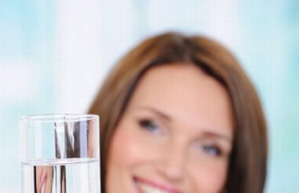 Voda s prirodnim dodacima je sjajan napitak