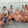 Princ Albert II. odradio tradicionalno božićno kupanje