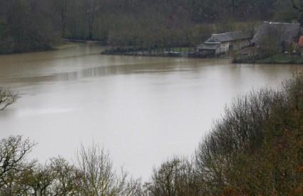 U Lici je obilna kiša izazvala velike poplave