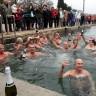 Hrabri Puljani odvažili se na novogodišnje kupanje